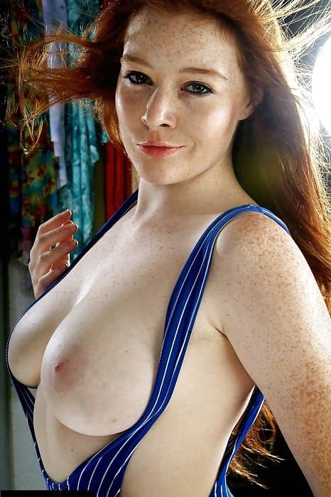 Suuuuuuuuper salope! Domai redhead with small boobs the