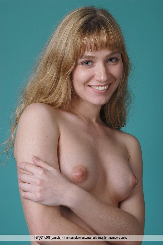 Teen Girl Shows Tits