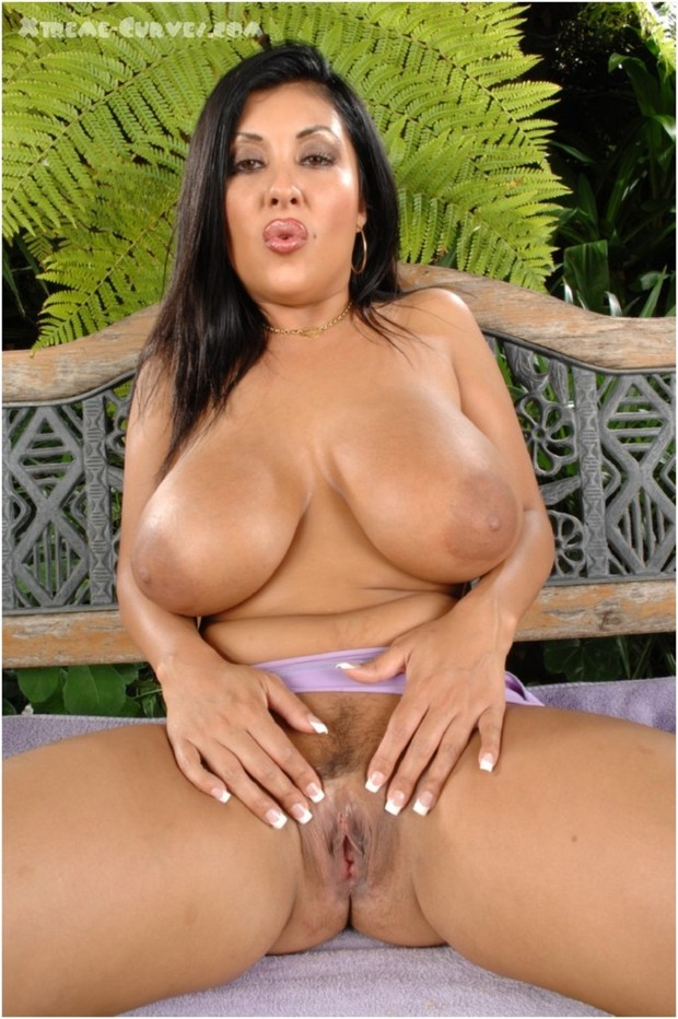 Big tit latina naturale giving head 8