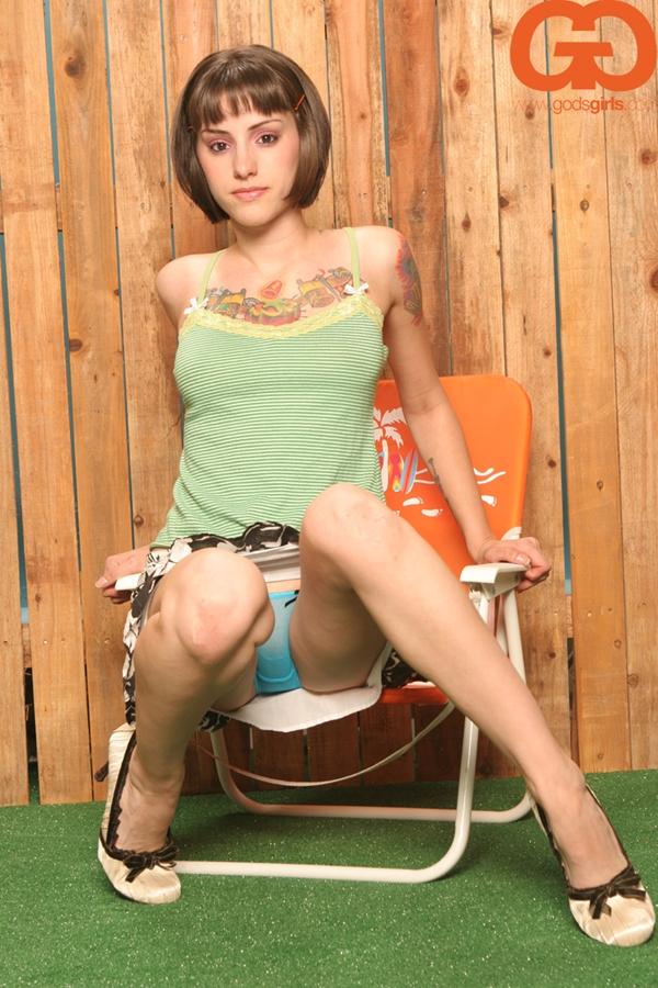 Young Teen Girl Camel Toe