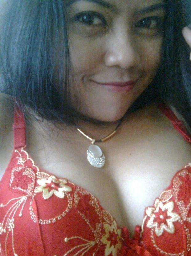 Published on. http://seleb-in.blogspot.com/2012/06/foto-hot-tante-manis-dan-bra-merah-juga.html.