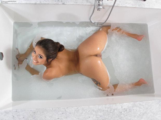 скачать через торрент jenna rose bath time