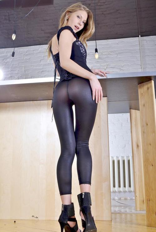 Sexy Sindee; Ass Teen Stylish SFW